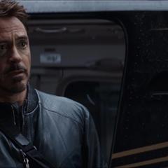 Stark discute con Thaddeus Ross en la Balsa.