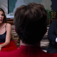 Maybelle y Hogan le hablan a Peter de su relación.