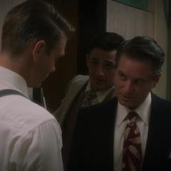 Thompson y sus colegas conversan sobre obligar a Jarvis.