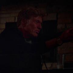 Pierce decide asesinar a Renata.