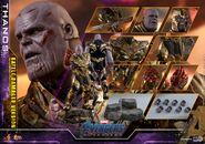 Battle Damaged Thanos Hot Toys 22