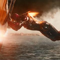 Stark ayudando a salvar a las personas del ferry.