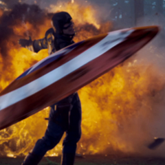 Rogers lanza su escudo contra los soldados de HYDRA.