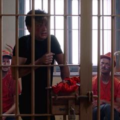 Parker abre su celda para escapar.