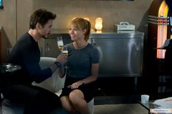 Pepper-Potts-Tony-Stark-Drinking