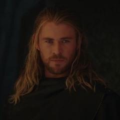 Thor le pide su ayuda a Loki.