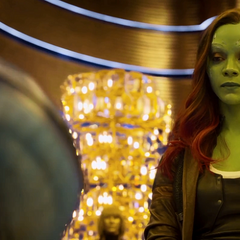 Gamora frente a Nebula capturada.