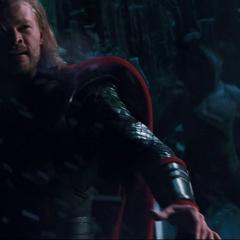 Thor lucha contra los Gigantes de Hielo.