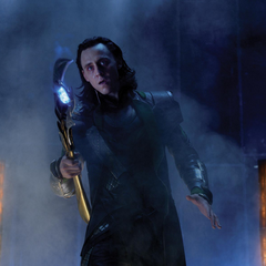 Loki amenaza al personal de S.H.I.E.L.D.