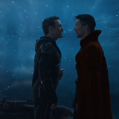 Strange discute con Stark a dónde llevar la Nave-Q.