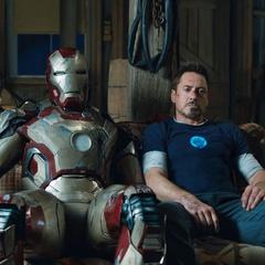 Stark llega al taller de Keener.