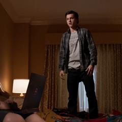 Parker frustrado porque Stark no deja de menospreciarlo.