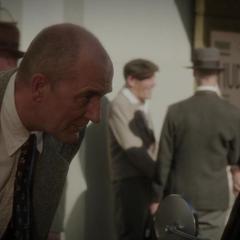 Fennhoff se reune con Underwood tras robar el Aceite de Medianoche.