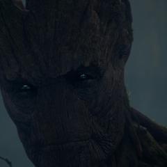 Groot ve que Ronan sobrevivió al ataque.