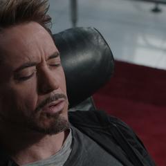 Stark le narra su batalla con Killian a Banner.