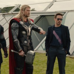 Stark, Rogers y Thor discuten sobre los últimos acontecimientos.