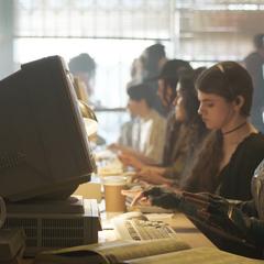 Vers utiliza una computadora.