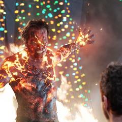 Killian acecha a Stark antes de ser asesinado por Potts.