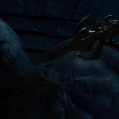 Laufey es derrotado por Odín.