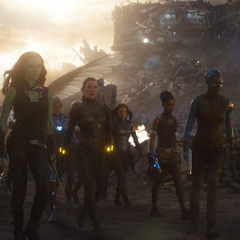 Gamora se reúne con otras heroínas.