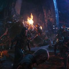 Obsidian y sus hermanos se arrodillan ante Thanos.