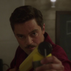 Stark esparce la sustancia química.