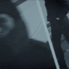 Zemo enmarca a James Barnes durante el bombardeo.