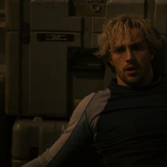 Pietro es derribado por Rogers.