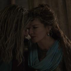 Thor es asesorado por Frigga.