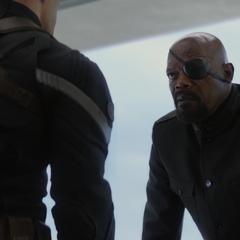Fury es confrontado por Rogers.