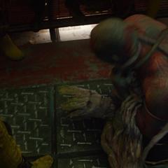 Groot confronta a un Drax borracho.