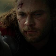 Thor viendo morir a Loki.
