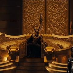 Loki sentado en el trono de Asgard.