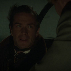Jarvis habla con Thompson antes de despegar.