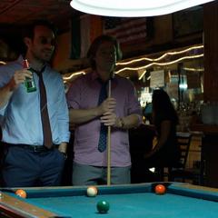 Murdock y Nelson en el bar.