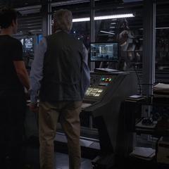Lang poseído por Janet termina de darle las coordenadas a Pym y Hope.