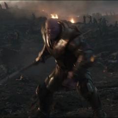 Thanos localiza e intercepta a T'Challa.