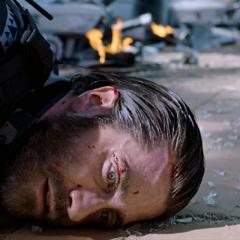 Beck muere tras ser herido por sus drones.