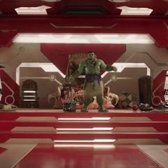 Hulk llama a Brunnhilde a su habitación.