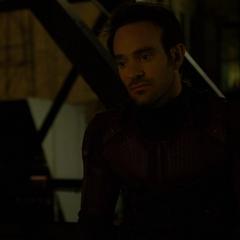 Murdock discute su plan con Temple.