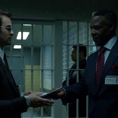 Murdock es recibido por Benjamin Donovan.
