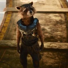 Rocket recibe comentarios por Drax y Quill.