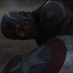 Rogers es derribado por Thanos.