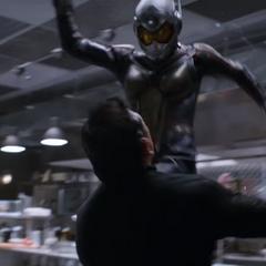 Van Dyne regresa como Wasp para acabar con los secuaces.