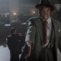 Thompson dirige la emboscada en el banco.
