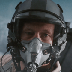 Tim Rigby como Piloto #1