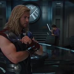 Thor en el helicarrier tras unirse a los Vengadores.
