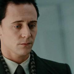 Loki le miente a Thor.