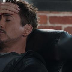 Stark decide contarle a Banner más experiencias de su vida.