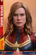 Captain Marvel Hot Toys 16